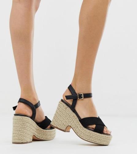 Sandalias negras estilo alpargata con tacón de River Island