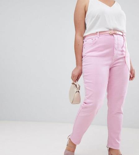 Vaqueros Mom de talle alto en rosa lavado con cinturón de ASOS DESIGN ...
