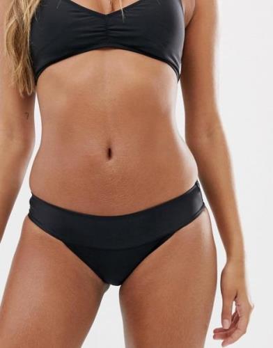 Braguitas de bikini ajustadas de tiro alto en negro Simply Solid de Vo...